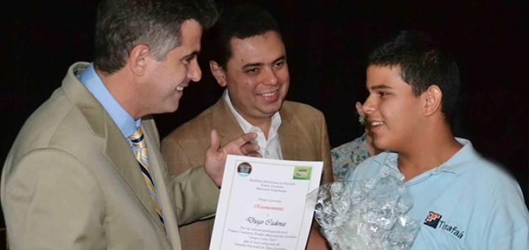 300 nuevos miembros se incorporan al Sistema de Niños Escritores