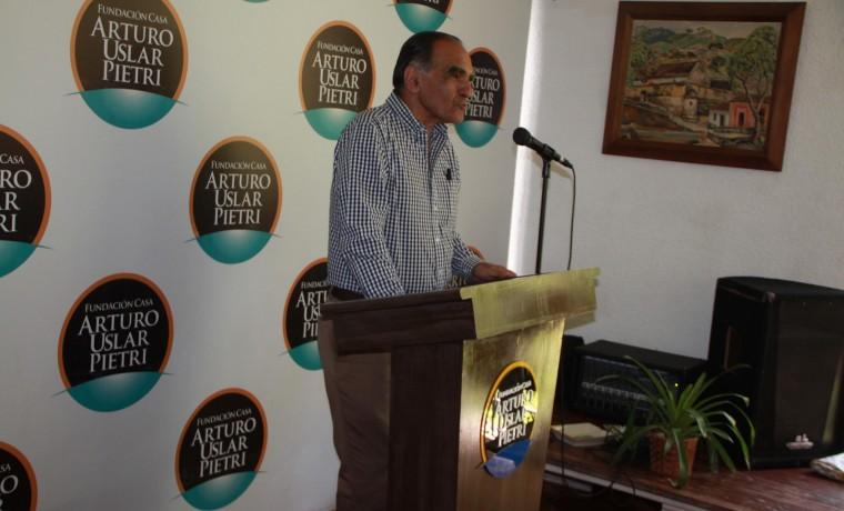 El Petróleo: Alerta Roja  por José Rafael Revenga