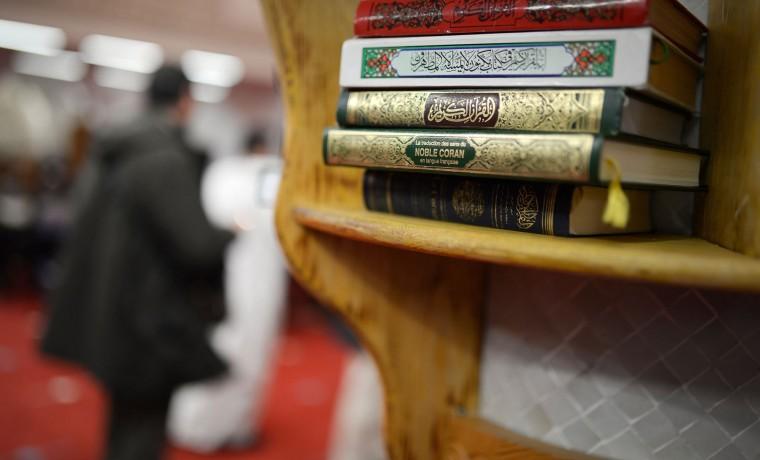 Francia se consuela en la literatura tras atentados terroristas