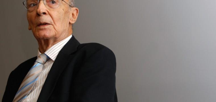 Hoy se conmemoran 93 años del natalicio del escritor José Saramago