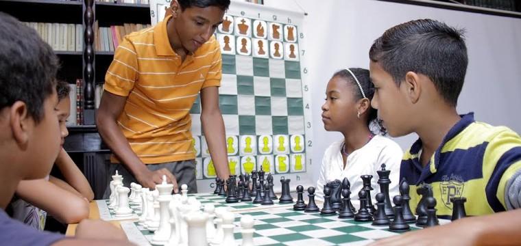 Fundación Uslar Pietri y Academia Nacional de Ajedrez firman convenio para impulsar el deporte en el oeste de Caracas