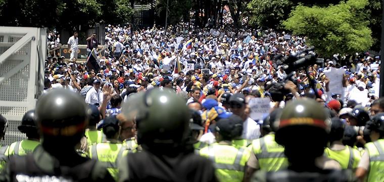2017: año en que perdimos el miedo, por Antonio Ecarri Bolívar